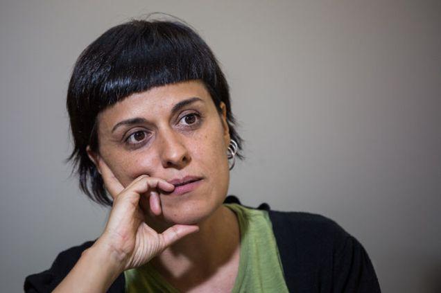 Ana Gabriel, líder de la CUP y rechazada por el Parlament catalán tras sus desagradables olores por dejadez falta de higiene.
